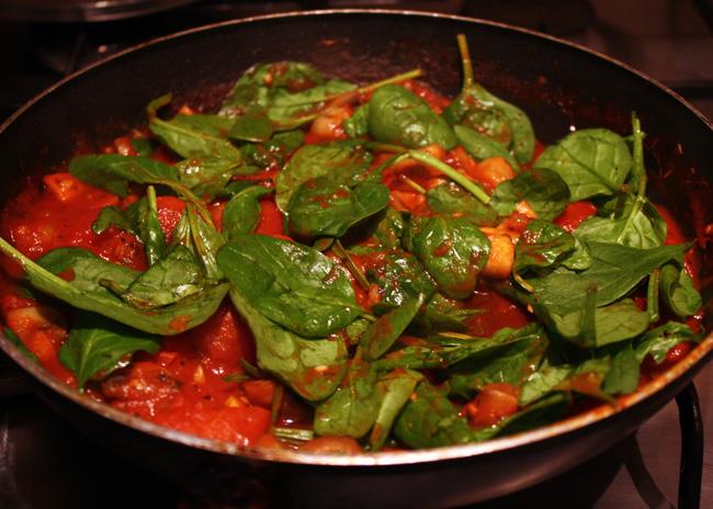 spinach tomato sauce