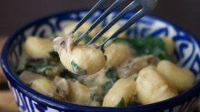 gnocchi with cheaty cheesy sauce and mushrooms