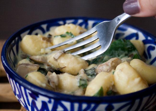gnocchi with cheaty cheesy sauce and mushrooms